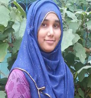 20161004-CollegeSutdent-Khadija300.jpg