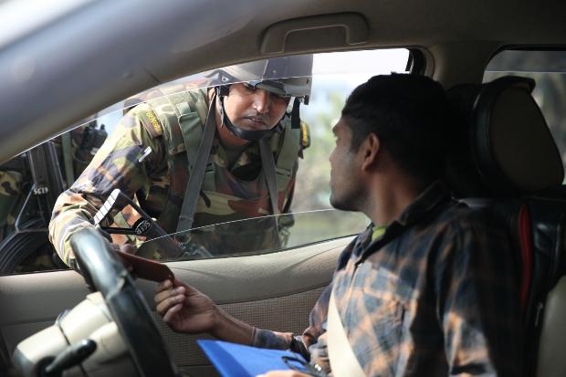 নির্বাচনকে সামনে রেখে ঢাকায় সেনাবাহিনীর যানবাহন তল্লাশি। ২৮ ডিসেম্বর ২০১৮। [নিউজরুম ফটো]