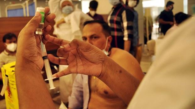 করোনা মহামারির এক বছর: ঢিলেঢালা স্বাস্থ্যবিধি, সংক্রমণ বাড়ছে আবার