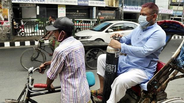 করোনা সংক্রমণ রোধে শিথিল লকডাউন: চলছে গণপরিবহন, খুলবে দোকানপাট