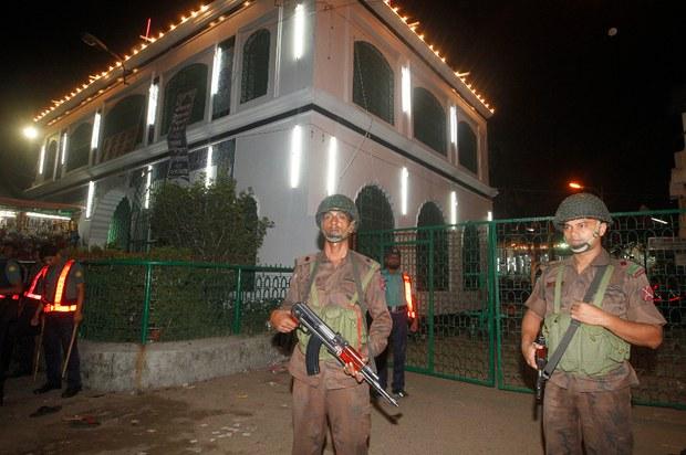160415-BD-bangladesh-security-620.jpg