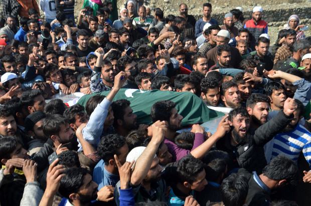 Locals take part in the funeral procession for a suspected militant who died in a gunbattle with Indian security forces, in Dialgam, a village in south Kashmir's Anantnag district, April 1, 2018.