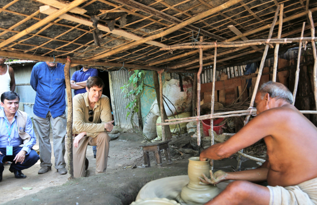 Earl R. Miller, the U.S. ambassador to Bangladesh, watches a Bangladeshi man make clay pots during a visit to Cox's Bazar district, Sept. 15, 2019. [Courtesy of U.S. Embassy in Dhaka]