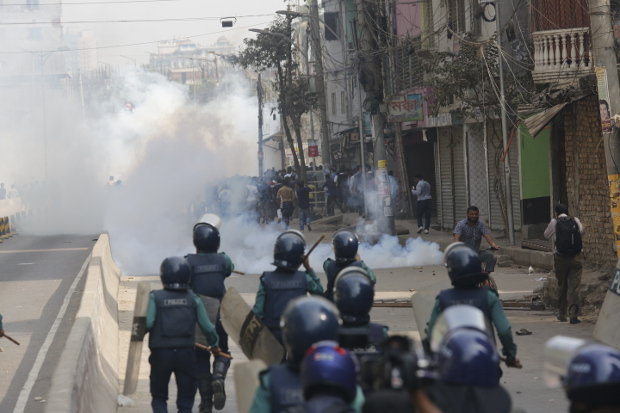 Bangladesh police clash with activists protesting a court's verdict against opposition leader Khaleda Zia in Dhaka, Feb. 8, 2018. [Monirul Alam/BenarNews]