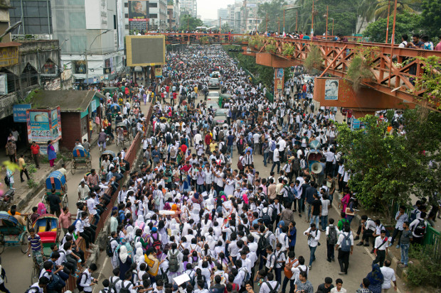 Bangladeshi students block a road during a protest that has largely cut off the capital Dhaka from the rest of the country, Aug. 4, 2018. (AP)