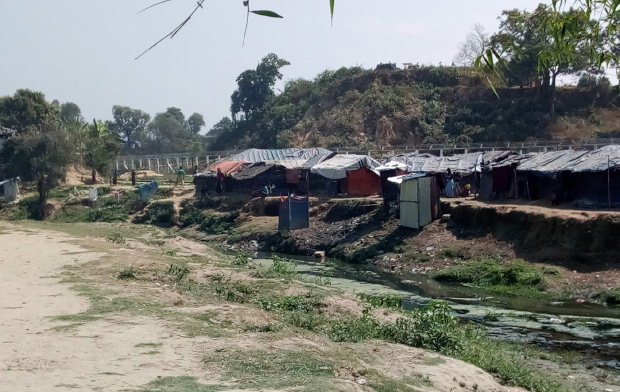 A makeshift settlement built by Rohingya refugees is seen in no-man's land between the Myanmar and Bangladesh borders. [Tushar Tohin/BenarNews]