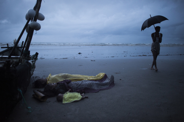 Dead bodies of Rohingya Muslim refugees lie on the shore of Inani beach, near Cox's Bazar, Bangladesh, Sept. 28, 2017. [AFP]