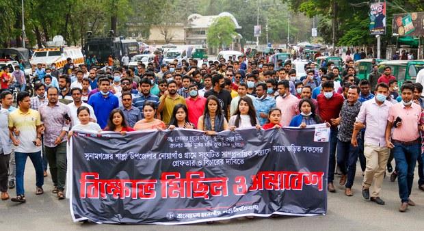 Bangladesh: Muslim Hardliners Damage Hindu Village Over Facebook Post