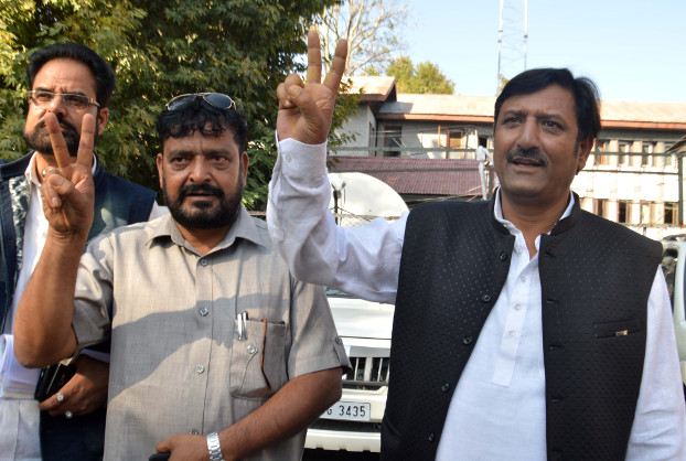 Bhartiya Janta Party district president Mohammed Rafiq Wani (right) and another party leader flash victory signs after filing nomination petitions in Anantnag district, Sept 28, 2018. (Sheikh Mashooq/BenarNews)