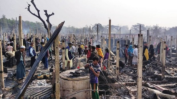 Huge Fire Leaves Thousands of Rohingya Refugees in Bangladesh Camp Homeless