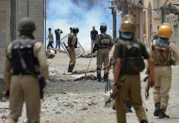 160711-IN-kashmir-violence-620.jpg