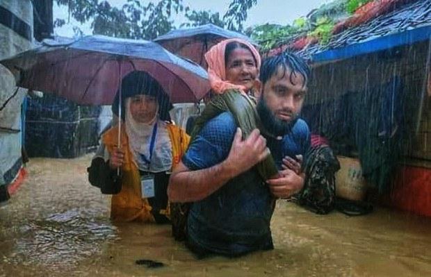 Heavy Rain Causes Deadly Landslide at Bangladesh Rohingya Camp