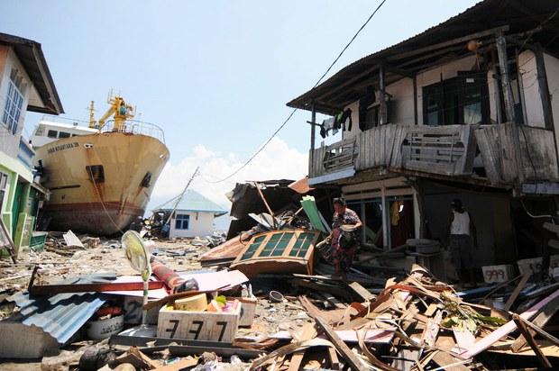 180210-ID-tsunami-1000.jpg