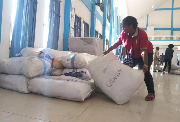 A volunteer sorts out bags of relief supplies at an aid depot in Wamena, Indonesia, Oct. 6, 2019. [Victor Mambor/BenarNews]