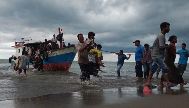 200625-ID-boat-people-1000.jpg