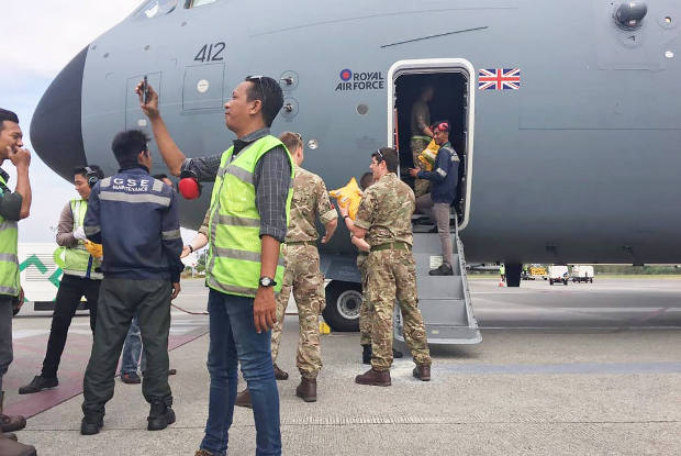 Indonesian military personnel unload aid from a British Air Force cargo plane at the Sepinggan airport, in Balikpapan, East Kalimantan province, Oct. 5, 2018.