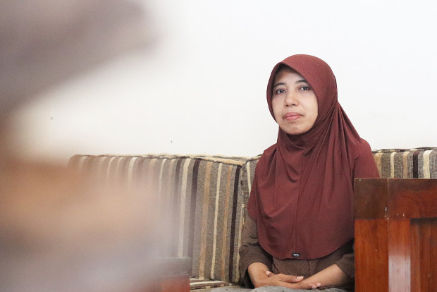 Indonesian parole officer Kristin Yuniastuti discusses her efforts to mentor terrorism convicts in Central Java province, during an interview in Solo, Oct. 21, 2019. [Kusumasari Ayuningtyas/BenarNews]