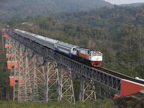 A passenger train crosses the Chikubang bridge as it travels from Bandung to Jakarta near Padalarang in West Java, Indonesia, Aug. 25, 2015.