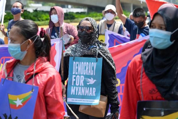 ASEAN Emergency Meeting to Discuss Barring Myanmar Junta Chief From Summit