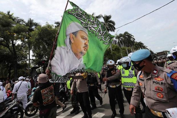 Indonesian Govt Backs Prosecution of Police Who Shot Hardline Cleric's Followers