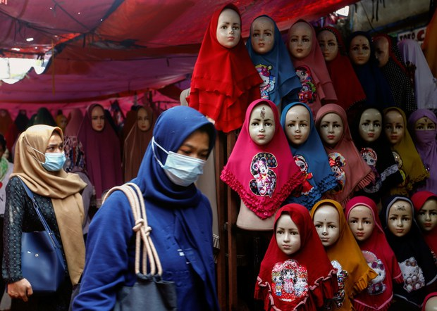 Rights Group: Indonesian Women Pressured to Wear Head Scarves, Follow Dress Code