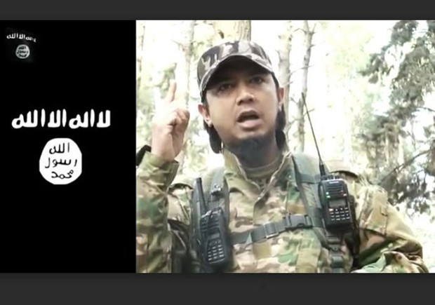Bahrumsyah, an Indonesian known by the nom-de-guerre Abu Muhammad al-Indonesi, is pictured in a screenshot taken from an online IS propaganda video, Jan. 27, 2016. [BenarNews]