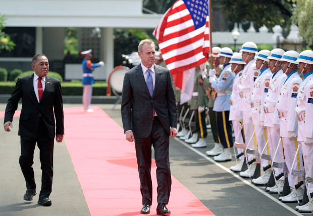 Indonesian Defense Minister Ryamizard Ryacudu (left) accompanies Acting U.S. Secretary of Defense Patrick Shanahan during an inspection of the honor guard in Jakarta, May 30, 2019. [AP]