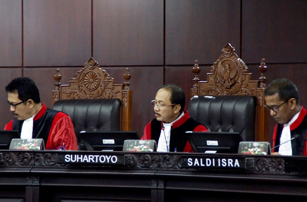 Constitutional Court Justice Suhartoyo (second from left) leads the hearing in Jakarta on the validity of the so-called MD3 law, March 21, 2018. [Arie Firdaus/BenarNews}