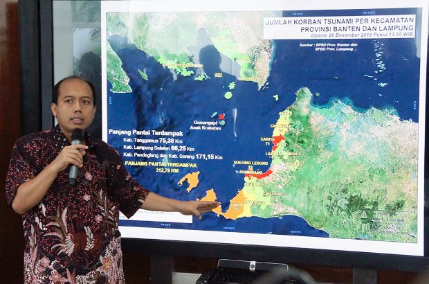 Sutopo Purwo Nugroho, spokesman of Indonesia's National Disaster Management Agency, answers questions from reporters in Jakarta, Dec. 26, 2018. [Arie Firdaus/BenarNews]