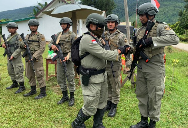 Indonesian Police Hunt for Pro-IS Militant Suspects after Killing 2 in Raid