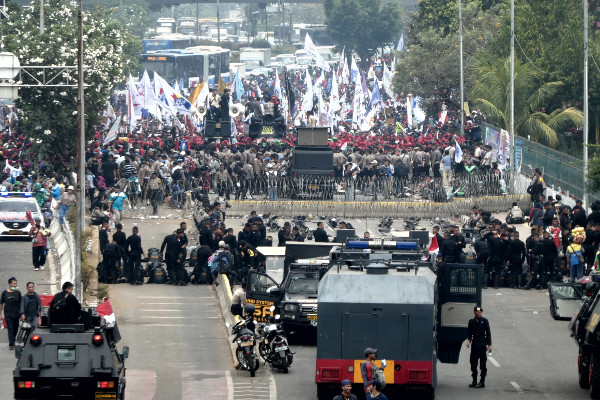Laborers calling for a living wage take part in a rally outside the parliament in Jakarta, Oct. 2, 2019. [AFP]