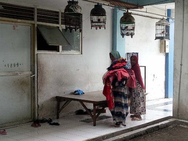 Shia women bring laundry to their apartment in Sidoarjo, East Java province, May 18, 2020. [Yovinus Guntur W./BenarNews]