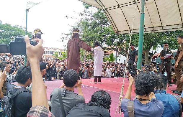 A man is caned in Banda Aceh, Indonesia for committing a homosexual act, May 23, 2017. (Nurdin Hasan/BenarNews)