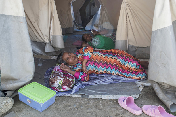 Nurlina (front) and a fellow survivor of the 2018 earthquake and tsunami rest in their tents in Palu, Indonesia, Sept. 22, 2019. [Keisyah Aprilia/Benarnews]