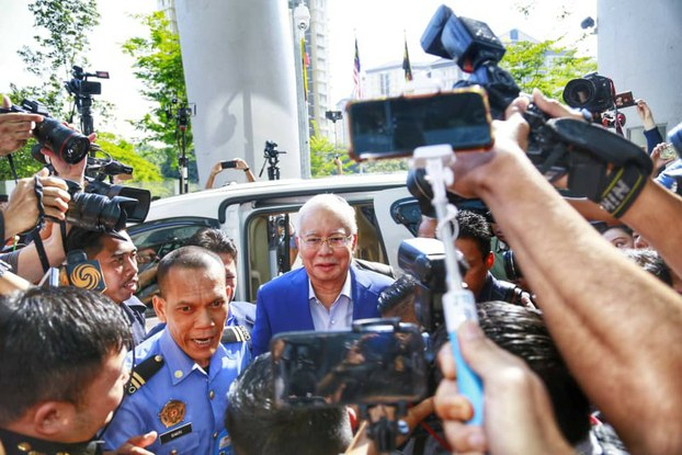 Former Malaysian Prime Minister Najib Razak enters the Malaysian Anti-Corruption Commission (MACC) in Putrajaya to give a statement in the 1MDB case, May 22, 2018. [BenarNews]