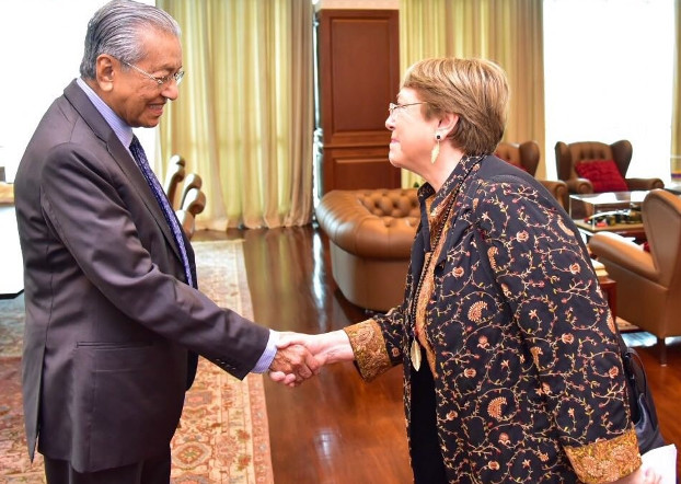 Malaysian Prime Minister Mahathir Mohamad (left) greets U.N. High Commissioner for Human Rights in Kuala Lumpur, Oct. 4, 2019. [Courtesy Prime Minister's Office]