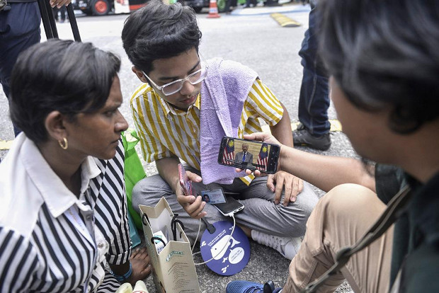Journalists in Kuala Lumpur use their mobile phones to watch interim Prime Minister address the nation, Feb. 26, 2020. [S. Mahfuz/BenarNews]