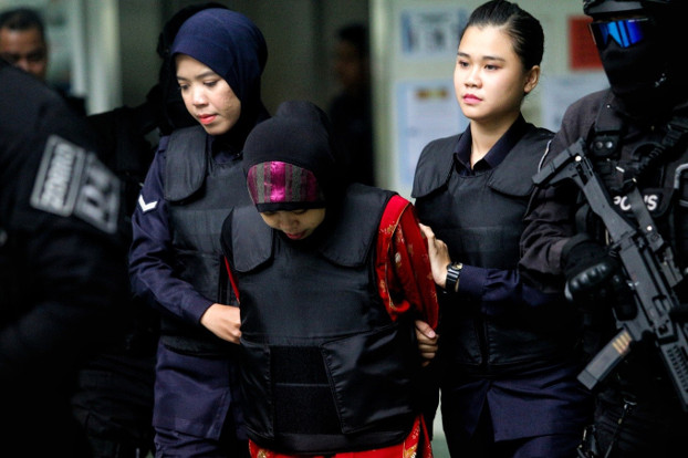 Suspect Siti Aisyah is escorted out of court on her way back to Sungai Buloh prison in Selangor, Aug. 16, 2018. (S. Mahfuz/BenarNews)