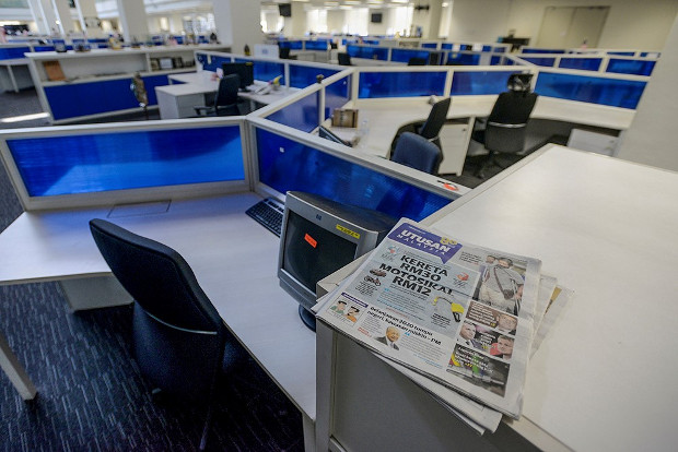 The last edition of Utusan Malaysia can be seen at the newspaper's newsroom after employees received notice from the company that it would cease publications, Oct. 9, 2019. [S. Mahfuz/BenarNews]