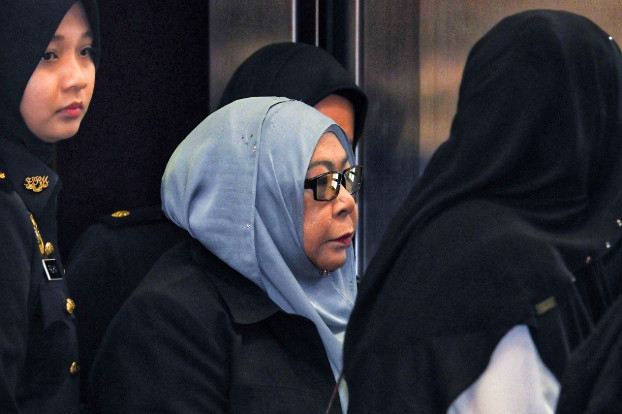 Former Malaysian spy agency chief Hasanah Abdul Hamid arrives at the Kuala Lumpur court building to face a corruption charge, Oct. 25, 2018. [S.Mahfuz/BenarNews]