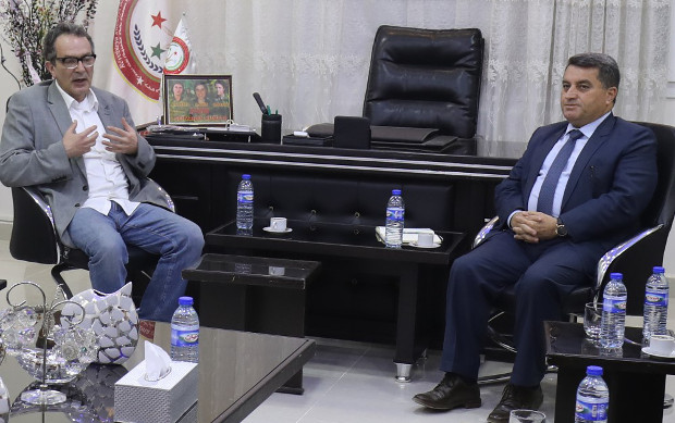 British MP Maurice Glasman (left) meets with Kurdish official Abdulkarim Omar in the northern Syrian city of Qamishli, April 4, 2018. [AFP]