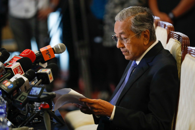 Prime Minister Mahathir Mohamad reads a note during a news conference in Putrajaya, Malaysia, May 16, 2018. [AP]