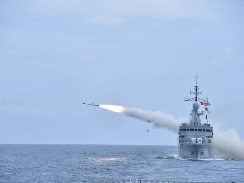 """An Exocet MM40 missile is fired from the KD Lekir during the """"Taming Sari"""" exercise by the Malaysian Navy, Aug.12, 2021."""