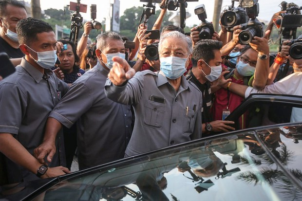 Malaysian Police: Foiled IS Sympathizer's Plot to Kill PM Mahathir Last Year