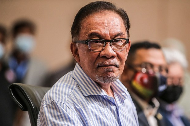 Opposition Leader: Lawmakers Are Being 'Enticed' to Support Malaysia's Ruling Coalition