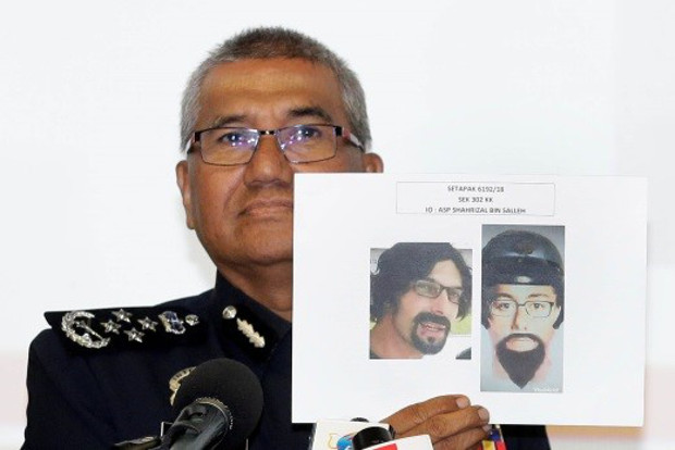 Malaysian Police Inspector-General Mohamad Fuzi Harun shows the photograph of one of two suspects next to a computer-generated  sketch released days earlier, during a news conference at police headquarters in Kuala Lumpur, April 25, 2018. [S. Mahfuz/BenarNews]