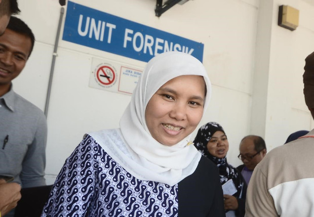 Neni Kurniati, a consul at the Indonesian Consulate in Penang, Malaysia, talks to reporters at the Seberang Jaya Hospital in Penang, Feb.12, 2018.[Fairuz Mazlan/BenarNews]