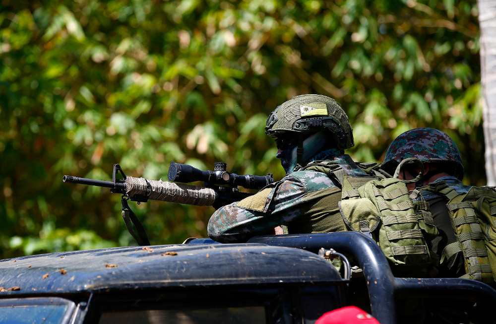 A police sniper secures an area in Lugus Municipality as government forces tightened security to thwart possible attacks by Islamic State-linked militants in Jolo, southern Philippines, Oct. 22, 2019. (Photo: Mark Navales/BenarNews)