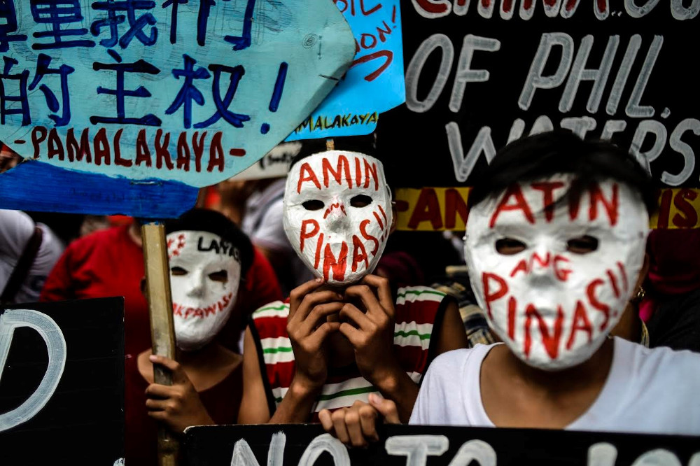 Filipino activists protest in front of China's Embassy in Manila, as Chinese President Xi Jinping arrived in the Philippines for a state visit, Nov. 20, 2018. [Karl Romano/BenarNews]