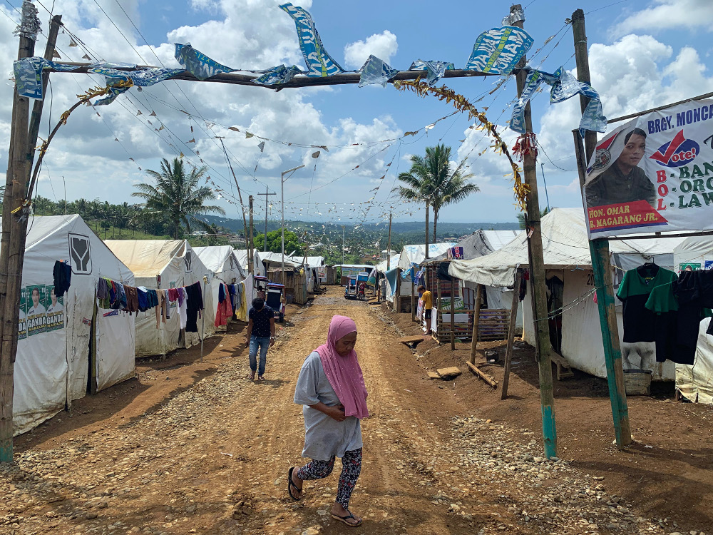 Displaced residents of Marawi are seen at a tent city in the southern Philippine town, May 18, 2019. [Jeoffrey Maitem/BenarNews]
